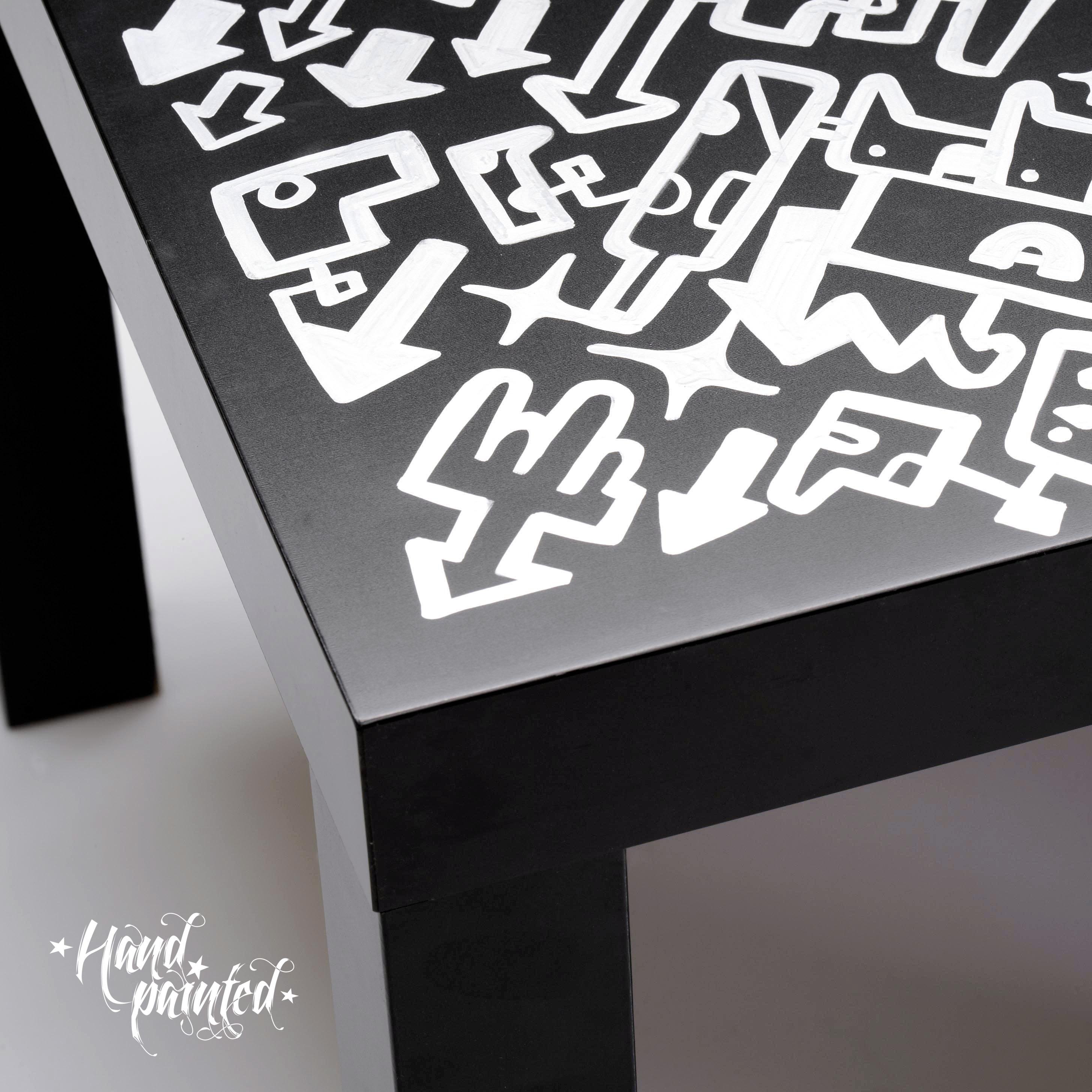 """""""detalle mesa original negra, pintada a mano en plata"""""""