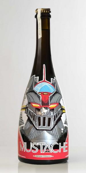 """ Mazinger Z pintada a amano sobre botella de cerveza"""