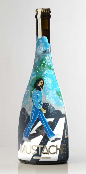 """Beatles Abbey Road pintados a mano sobre botella de cerveza artesana"""